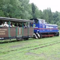 Lokomotiva s vagóny ve stanici Balnica