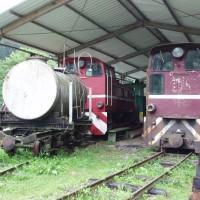 Úzkorozchodné železniční cisterny a lokomotivy