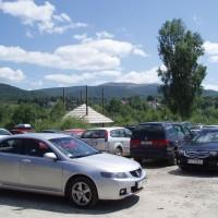 Plné parkoviště v Ustrzykách Górných