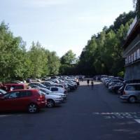 Plné parkoviště v Solině